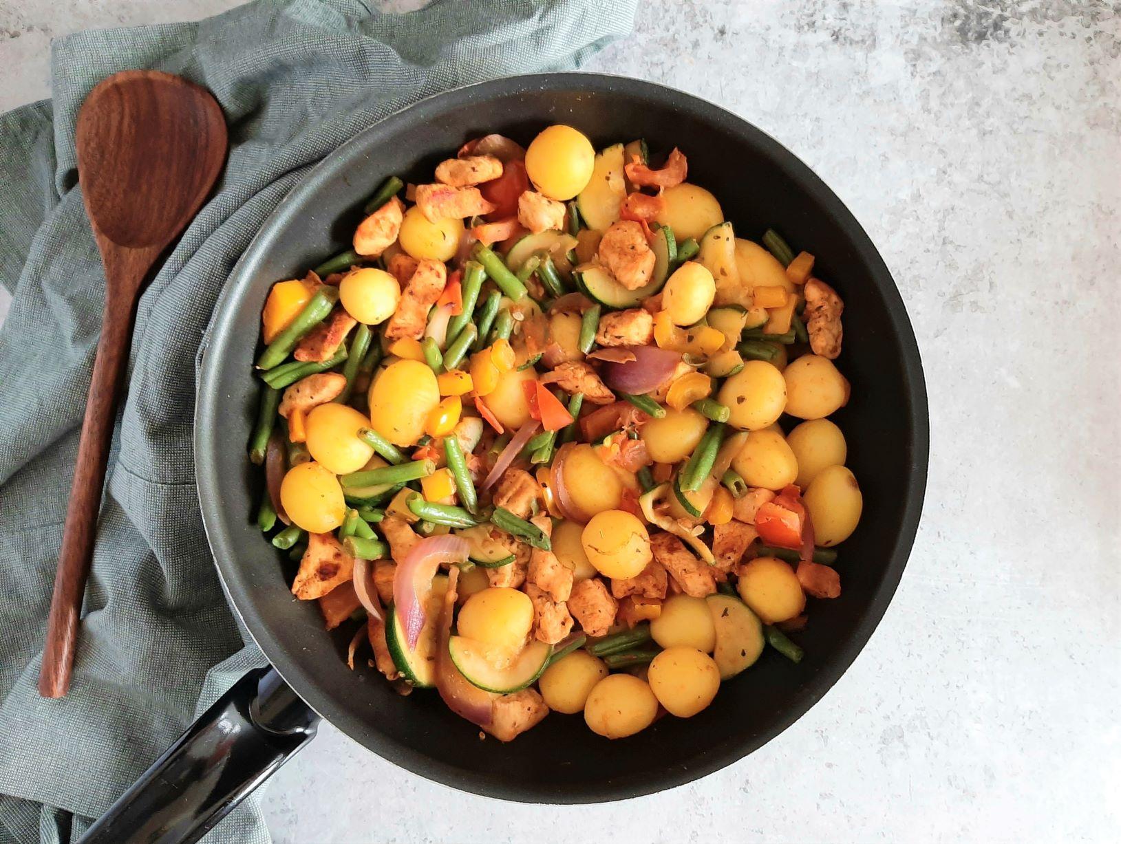 Aardappelpannetje met groenten en kip