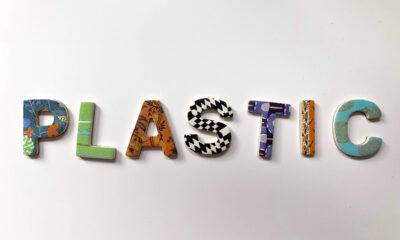 Plastic (in gekleurde letters)