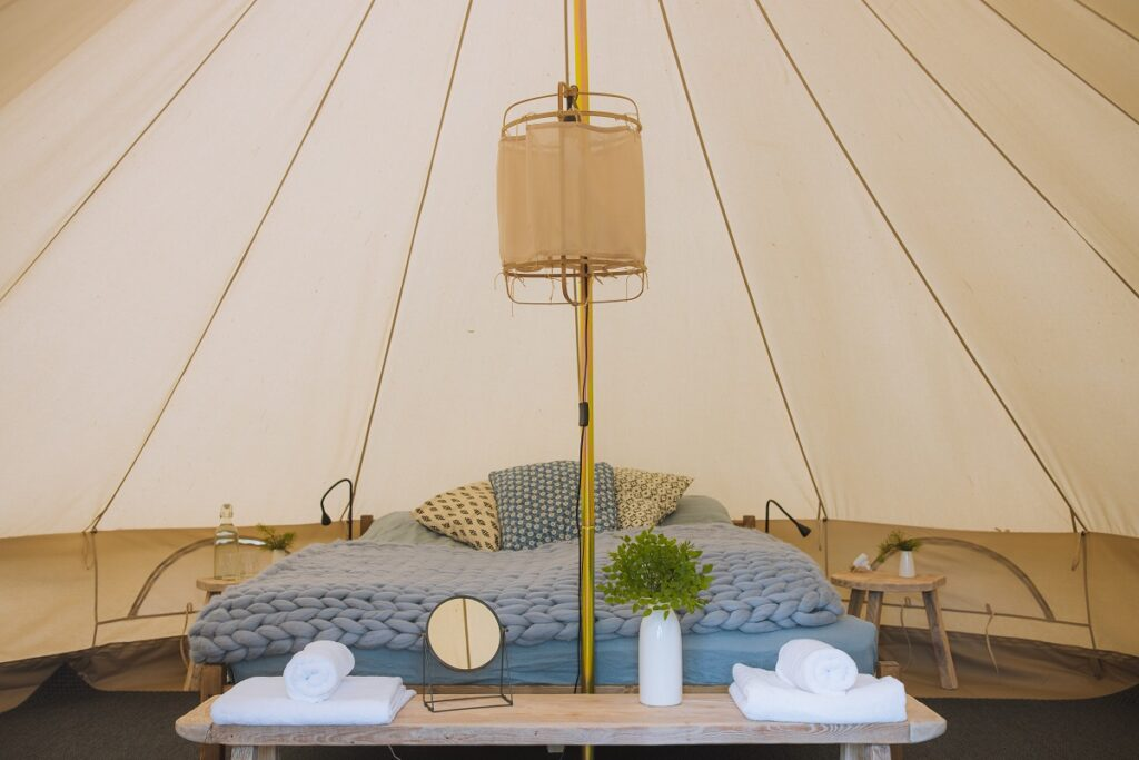 Glamping in een luxe tent.